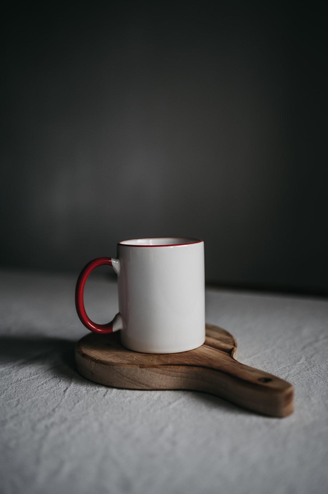 Taza Blanca Con Borde De Color